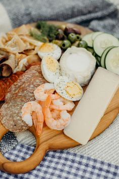 W&D Guide to an Impromptu No-Cook Backyard Picnic - Wit & Delight