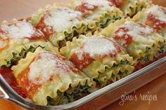 Spinach Lasagna Rolls from Gina's Skinny Recipes. I'm claiming for dinner. I Love Food, Good Food, Yummy Food, Vegetarian Recipes, Cooking Recipes, Healthy Recipes, Pasta Recipes, Lasagna Recipes, Freezer Lasagna