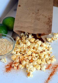 Cheesy Chili Lime Popcorn: A tasty snack to eat right away Flavored Popcorn, Gourmet Popcorn, Popcorn Recipes, Snack Recipes, Cooking Recipes, Homemade Popcorn, Microwave Popcorn, Popcorn Bar, Savory Snacks