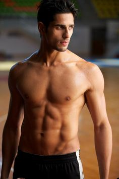 Siddhart Malhotra in all his beautiful glory. All I can say is...Holy Guacamole