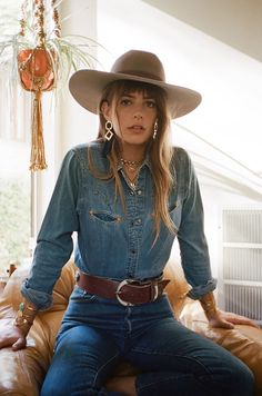 Bandit babes Emily Labowe & Jessica Morow hit the streets in style for the new look book for jewelry label fall collection. Western Outfits Women, Cowgirl Outfits, Cowgirl Style, Cowgirl Bling, Hippie Outfits, Southern Outfits, Country Outfits, Boho Fashion, Fashion Outfits