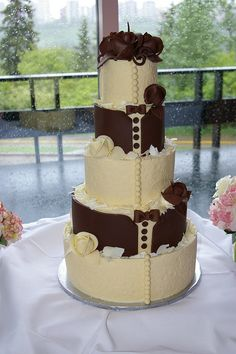 Bride and Groom Wedding Cake...small version for engagement party?