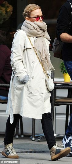 Kylie Minogue in London #trenchnsneakers
