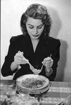 Photo of Sophia Loren eating spaghetti.- Minneapolis Star-Tribune-photo by David Seymour of Magnum Studios, New York - December 4, 1955