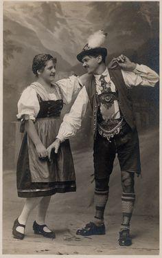Paar in Tracht beim Tanz