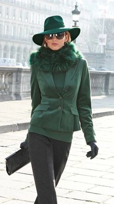 Luxurious fur green coat hat