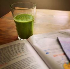 Hydrating and Energising Study Smoothie! Spinach - cucumber - frozen banana - almonds - coconut water. Even my husband who doesn't like healthy smoothies liked this one !!