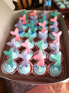 Little Mermaid Birthday Cupcakes Little Mermaid Birthday, Little Mermaid Parties, The Little Mermaid, Birthday Cupcakes, First Birthday Parties, First Birthdays, Birthday Ideas, 7th Birthday, Decors Pate A Sucre