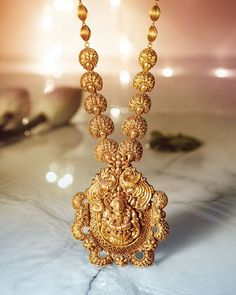 We are a leading gold buyer in the Delhi NCR region and we pay the highest cash of your jewelry. You can visit our branch and we provide the highest cash of your jewelry. Gold Temple Jewellery, Gold Jewellery Design, Gold Jewelry, Jewellery Display, Jewelery, Indian Wedding Jewelry, Indian Jewelry, Bridal Jewelry, Indian Bangles