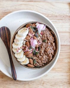 You're sure to enjoy these high protein oats with a rich chocolately taste that'll excite any morning! Healthy Snacks, Healthy Recipes, Yummy Recipes, Healthy Eating, Good Food, Yummy Food, Aesthetic Food, Superfood, Food Photography