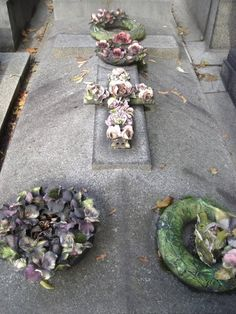 Tomb With Majolica Wreaths & A Majolica Cross