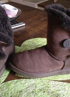 A vendre sur #vintedfrance ! http://www.vinted.fr/chaussures-femmes/bottes-and-bottines/19586050-ugg-chocolat-pointure-40-41