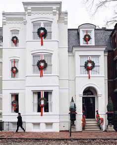 Georgetown, DC | Photo via @dccitygirl Villa, Holiday Images, Cottage, Christmas Home, Christmas Ideas, Merry Christmas, Christmas Holidays, Christmas Things, Christmas Wrapping
