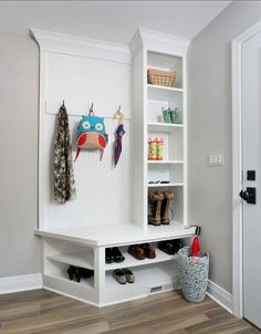 Cool 41 Amazing Rustic Farmhouse Mudroom Bench Design Ideas. More at https://homedecorizz.com/2018/02/04/1361/