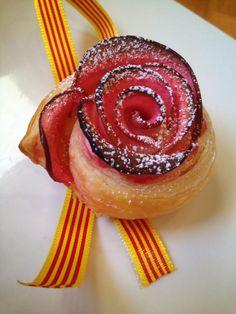 Este es el segundo Sant Jordi de este blog. El año pasado, en el primero, quise celebrarlo con 2 recetas saladas muy tradicionales como el Pan de Sant Jordi y unas Mini Cocas. En este caso he queri… Deserts, Rose, Sweet, Blog, Mini, Salads, Food Art, Sweet And Saltines, Pastries