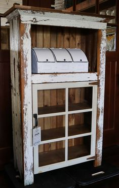 30 The Best Vintage Rustic Furniture Ideas - Numerous individuals who love the outside are picking characteristic looking goods in their homes. End tables that are produced using a crosscut of a . Primitive Furniture, Recycled Furniture, Handmade Furniture, Unique Furniture, Rustic Furniture, Kitchen Furniture, Luxury Furniture, Vintage Furniture, Diy Furniture