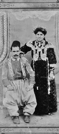 Armenian couple from Maraş/Marash.  Late-Ottoman era, 1909; photo by Alexianos Uvezian.