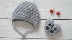 knitted baby textured hat  crochet booties by pontinhosmeus