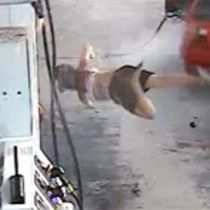 WATCH: Hilarious failed attempt by couple to steal gas - WOW People are stupid! And Im sure that girls face huts bad!
