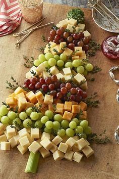 [Christmas] Christmas Tree Cheese Board via @phillycanada