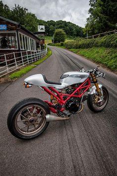 RocketGarage Cafe Racer: Ducati Radicalize