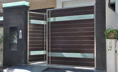 Cambia by NFP Front Wall Design, Balcony Grill Design, House Gate Design, Room Door Design, Entrance Gates Design, Gate Designs Modern, Front Gate Design, Grill Door Design, House Front Gate