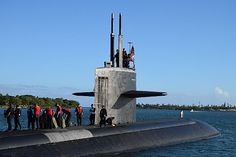 Los Angeles-class fast attack submarine USS Jacksonville (SSN 699) prepares to get underway from Pearl Harbor .