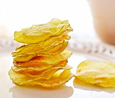 Como hacer patatas fritas - How to make chips Vegan Recipes, Snack Recipes, Cooking Recipes, Snacks, How To Make Chips, Four Micro Onde, Spanish Tapas, Microwave Recipes, Small Meals