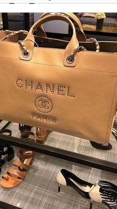 Chanel Handbag Sac De Marque, Bagage, Portefeuille, Escarpins, Cuir,  Chaussure 591966f52d1