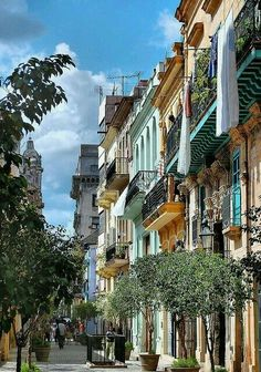 Beautiful street scene in old Havana, Cuba. Would love to see the architecture in Cuba, it's on my bucket list. Places Around The World, Oh The Places You'll Go, Travel Around The World, Places To Travel, Places To Visit, Around The Worlds, Travel Destinations, Beautiful Streets, Beautiful World