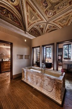Il Salviatino antique bathroom