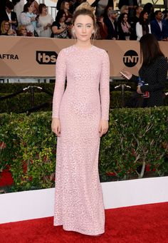 Saoirse Ronan au SAG Awards 2016 portait une robe Michael Kors Collection. © Abaca