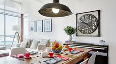 El departamento de la diseñadora española Delia Rodríguez está decorado para ser su territorio único y personal.  . Foto 4 de 8