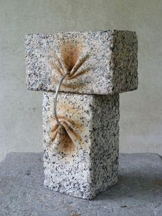 José Manuel Castro López manipulates stone like it was soft clay. His sculptures are full of twists and turns, waves and wrinkles which contrast with the tough material and make you question the laws of physics.