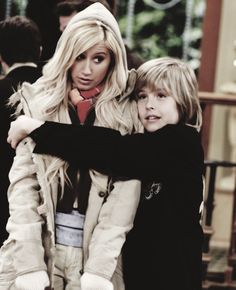 ** ashley tisdale dylan sprouse the suite life the suite life of zack and cody zack and cody Maddie Fitzpatrick zack martin i miss them ): maddie and zack Sprouse Bros, Dylan Sprouse, Sweet Life On Deck, Zack Et Cody, Cody Martin, Old Disney Channel, Dylan And Cole, Suite Life, Brenda Song
