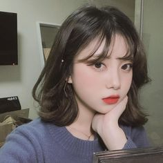 Populer Cute Korean Hairstyle For Short Hair latest her hair is so pretty! Ulzzang Short Hair, Asian Short Hair, Short Hair With Bangs, Cute Hairstyles For Short Hair, Girl Short Hair, Pretty Hairstyles, Short Hair Cuts, Girl Hairstyles, Korean Short Hairstyle