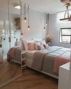 TEEN GIRL BEDROOM IDEAS - Every young girl imagine a distinctly personal area to call her own, however nailing down a natural search for a teenage girl's bedroom can be an especially tough venture. Dream Rooms, Dream Bedroom, Diy Bedroom, Bedroom Mirrors, Bedroom Chandeliers, Bedroom Wall, Tumblr Bedroom Decor, Pool Bedroom, Budget Bedroom