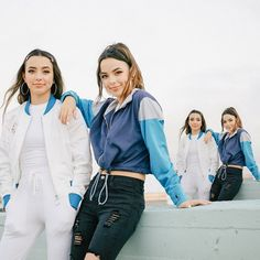 sister sunday in our favorite fall pieces our true img bomber jacket and true blue windbreaker Twin Outfits, Cute Outfits, Merrill Twins, Veronica And Vanessa, Veronica Merrell, Vanessa Merrell, Brooklyn And Bailey, Grayson Dolan, Watercolor Fashion
