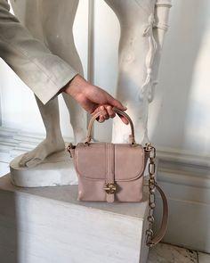 Bags, Fashion, Purses, Moda, Fashion Styles, Taschen, Totes, Hand Bags, Fashion Illustrations