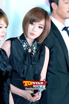 T-ara's Eun Jung, 'What's on that side?'… Red carpet of the 2012 Melon Music Awards [KPOP PHOTO]