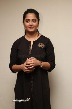 Anushka Shetty Latest Stills Gallery Anushka Latest Photos, Anushka Photos, Kerala Saree, Actress Anushka, South Actress, Beautiful Girl Image, Indian Beauty Saree, Beautiful Indian Actress, India Beauty