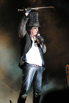 Alice Cooper opened for The Stones at Churchill Downs July '07...No one wanted him, we were screaming for Mick.!! poor Alice