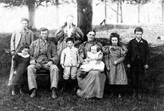 Family portrait from late 1800s