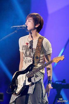 Jung Yong Hwa 郑容和