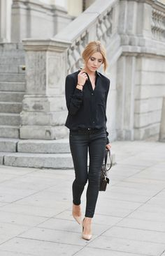 Chic look! black trousers Mango, shoes from Kazar, black shirt from Zara and a bag from Massimo Dutti