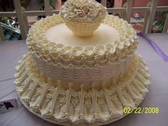 WHO could take up a knife and destroy this perfect thing? Unique Cakes, Elegant Cakes, Creative Cakes, Gorgeous Cakes, Pretty Cakes, Amazing Wedding Cakes, Amazing Cakes, Victorian Cakes, Royal Icing Cakes