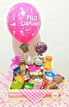 Desayuno Birthday Basket, Birthday Box, Birthday Gifts, Birthday Morning, Birthday Breakfast, Homemade Gifts, Diy Gifts, Exploding Gift Box, Valentine Bouquet