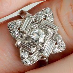 An art deco platinum and diamond platinum dress or an engagement ring. - An art deco platinum and diamond platinum dress or an engagement ring.r … – An Art Deco pl - Anel Art Deco, Art Deco Schmuck, Bijoux Art Nouveau, Art Deco Ring, Schmuck Design, Art Deco Jewelry, Glass Jewelry, Fine Jewelry, Jewelry Design