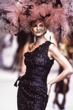 Style Couture, Couture Fashion, 90s Fashion, Runway Fashion, Trendy Fashion, Fashion Models, Fashion Show, Vintage Fashion, Fashion Designers
