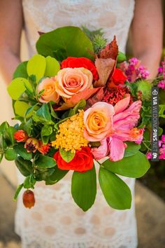 bright wedding bouquet by Isari Flower Studio | VIA #WEDDINGPINS.NET